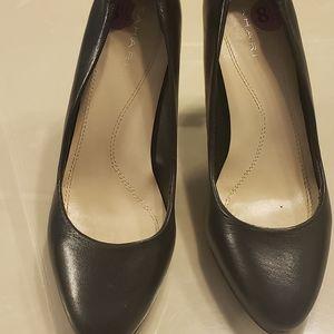 Tahari black classic leather pumps size 8.5